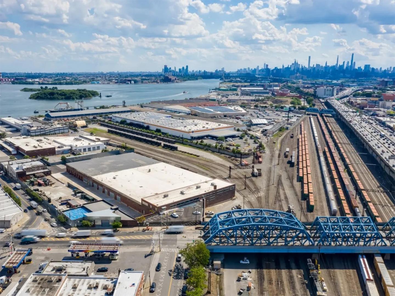 NYLON #20 - Global logistics